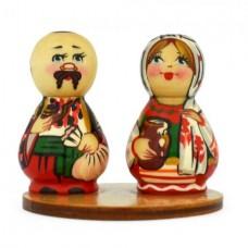 Украинская пара на подставке